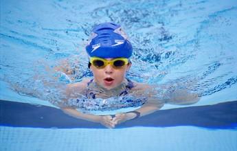 Asma, rinite, sinusite: nadar é o melhor remédio para problemas respiratórios