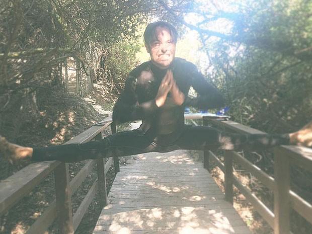 Kayky Brito mostra elasticidade em praia nos Estados Unidos (Foto: Instagram/ Reprodução)
