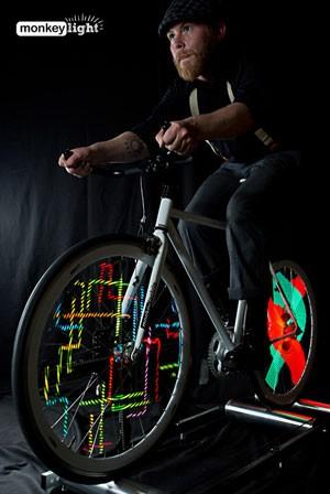 LEDs em roda de bicicleta cria animações ao andar de bicicleta (Foto: Divulgação/MonkeyLectric)