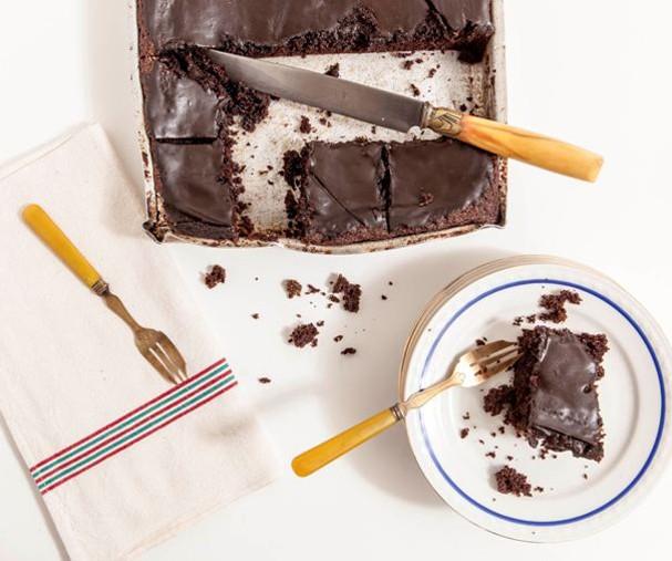 Receita: bolo peteleco de chocolate fica pronto em 3 passos