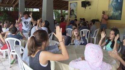 Crianças e adolescentes aproveitam o recesso em colônia de férias em Lauro de Freitas