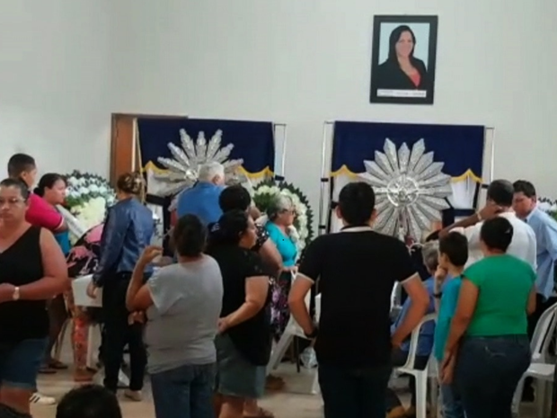 Corpos são velados na Câmara Municipal de Santa Fé de Goiás (Foto: Reprodução/TV Anhanguera)
