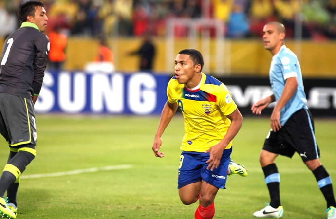 Jefferson Montero Equador e Uruguai  (Foto: Agência Reuters)