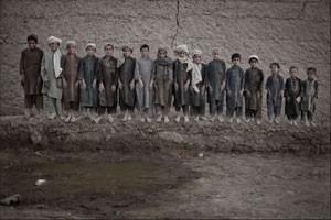 Meninos costumavam trabalhar na plantação de ópio no Afeganistão (uso único, não reaproveitar) (Foto: Mauricio Lima)