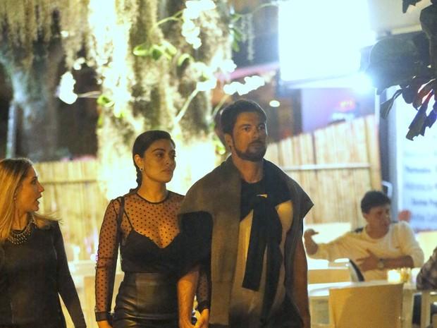 Juliana Paes e o marido, Carlos Eduardo Baptista, em restaurante na Zona Oeste do Rio (Foto: Ag. News)