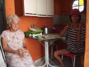 Dona Neide e o filho Marinô ficaram desolados (Foto: Tomás Baggio/G1)