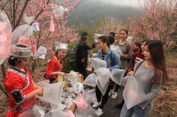 Moradores vendem saco com 'ar puro' na China (Foto: Reuters)