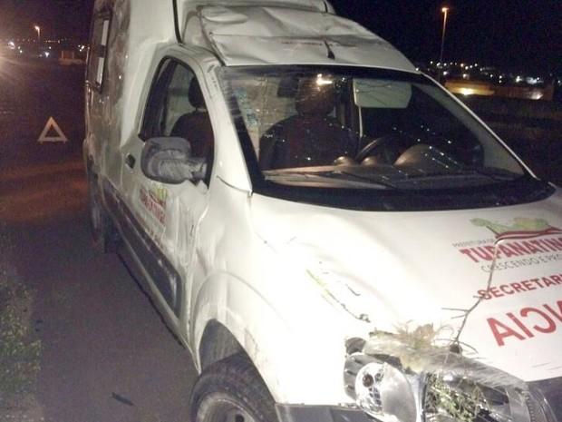 Ambulância capotou na BR-232 em Bezerros (Foto: Divulgação/ PRF)