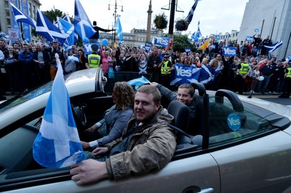 """Escoceses a favor do """"sim"""" no último dia de campanha, em Glasgow (Foto: Getty Images)"""