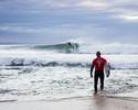 Quase 1 ano após ataque de tubarão, Fanning retorna a J-Bay com vitória