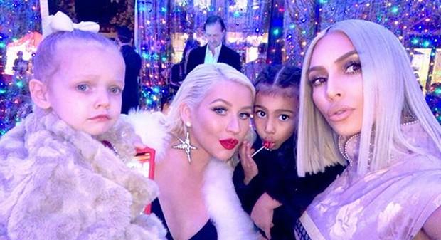 Christina Aguilera e Kim Kardashian com filhas (Foto: Reprodução)
