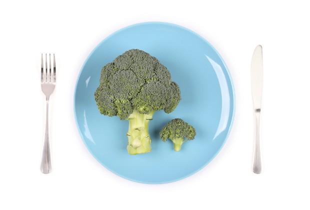"""""""Se você não quer ficar enorme, tem que pedir a porção de acordo"""", alerta nutricionista (Foto: Think Stock)"""