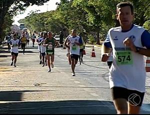 corrida maua araguari 2014 (Foto: Reprodução/TV Integração)