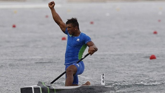 Isaquias comemora o ouro na categoria C1 200m (Foto: Geoff Burke-USA TODAY Sports)