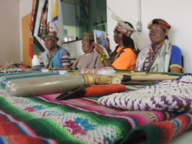Membros apresentaram artesanato (Foto: Carlos Dias/G1)