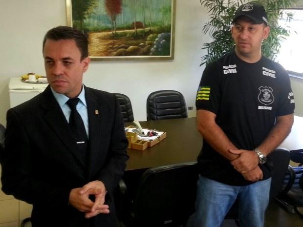 Superintente da Polícia Judiciária de Goiás, delegado Deusny Aparecido, e delegado Murilo Polati, da Delegacia Estadual de Investigação de Homicídios em Goiânia (Foto: Rodrigo Mansil/TV Anhanguera)