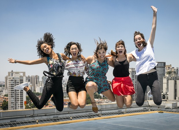 As atrizes Heslaine Vieira, Ana Hikari, Gabriela Medvedovski, Daphne Bozaski e Manoela Aliperti, protagonistas de 'Malhação - Viva a Diferença' (Foto: Divulgação/TV Globo)