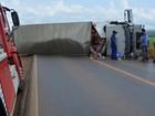 Colisão frontal entre carro e caminhão deixa 2 pessoas feridas na BR-364