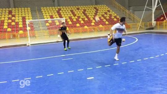 Folia do Falcão: craque do futsal faz cinco gols de carretilha em sequência