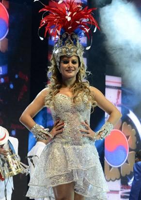 Lucilene Caetano é rainha da Inocentes de Belford Roxo (Foto: TV Globo/Raphael Dias)