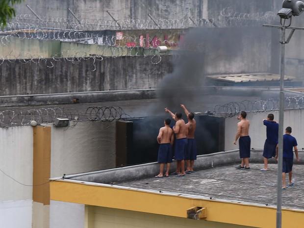 Internos da Fundação Casa de Pirituba, na Zona Norte de SP, fazem rebelião na tarde desta sexta (Foto: Marcos Bezerra/Futura Press/Estadão Conteúdo)