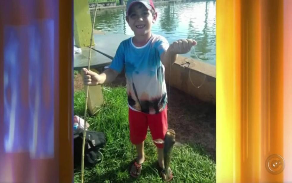 Crianças encontram arma em sítio e menino de 6 anos morre após tiro acidental em Mira Estrela (Foto: Reprodução/TV Tem)