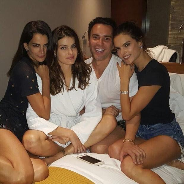 Fernanda Motta, Isabeli Fontana, Matheus Mazzafera e Alessandra Ambrósio (Foto: Reprodução / Instagram)