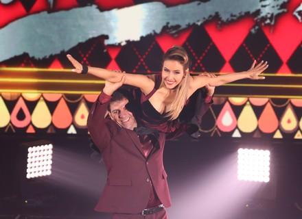 Leona Cavalli agita plateia com passos de rock no 'Dança dos Famosos'