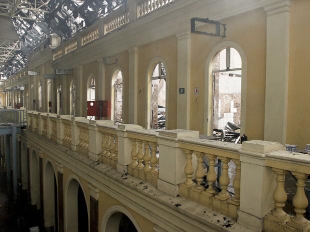 Perícia estuda causas de incêndio no Mercado (Foto: Divulgação/PMPA)