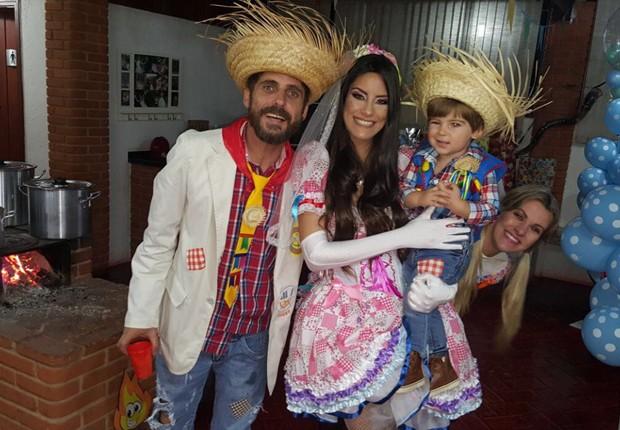 Hudson comemora aniversário do filho com festa julina em família