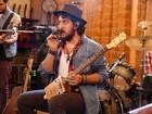 Banda Suricato apresenta seus instrumentos em roda de blues