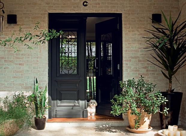 Portas coloridas neutras modernas e com desenhos for Casa rustica classica