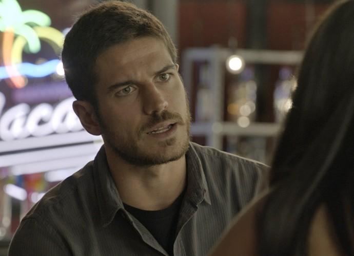 Dante fica surpreso com revelação de Tóia (Foto: TV Globo)