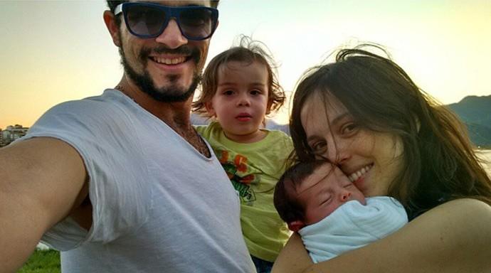 Vinícius de Oliveira é casado e pai de dois meninos, Benjamin e Antônio (Foto: Reprodução)