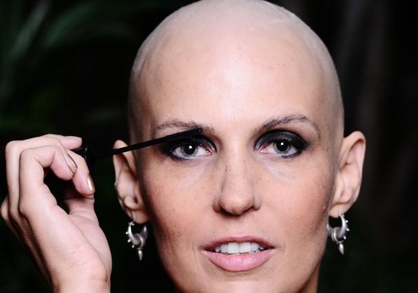 Flávia Flores durante a quimioterapia (Foto: Divulgação)