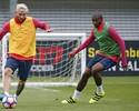 Ativo na pré-temporada do Barça, Marlon marca Messi e realiza sonho