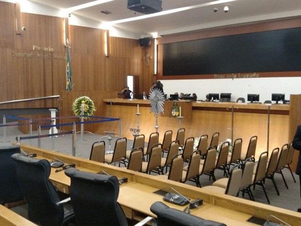 Assembleia Legislativa do Maranhão pronta para velório do corpo do deputado federal João Castelo (Foto: Douglas Pinto / TV Mirante)