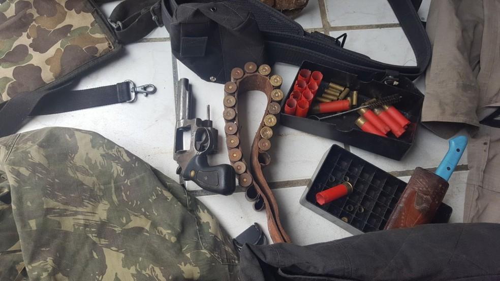 Armas e munições foram apreendidas em Santana dos Garrotes, no Sertão da Paraíba (Foto: Seds/Divulgação)