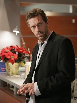 Hugh Laurie em cena de episódio da série 'House' em 2004 (Foto: AFP)