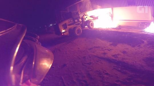 Incêndio destrói parte de fábrica de ração em Indianópolis