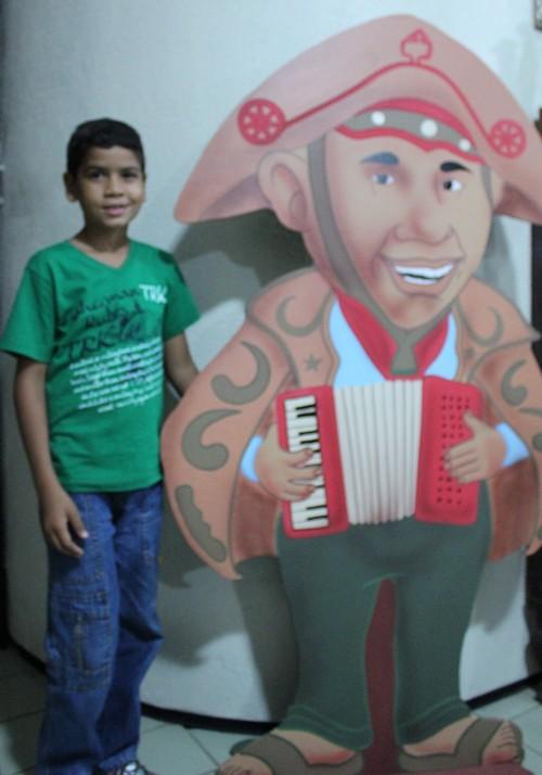 Isac Prado tem apenas 10 anos e também é apaixonado pela história de Gonzagão (Foto: Pedro Santiago/G1)