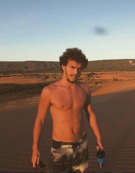 Com pinta de galã, Theozin também faz sucesso nas redes sociais com suas fotos sem camisa  (Foto: Reprodução Instagram)