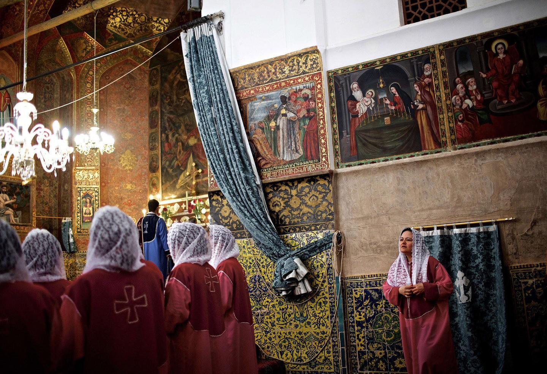 Um coro de iranianos e armênios, na igreja de St. Stepanos (FOTO: REPRODUÇÃO)