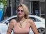 Paris Jackson dispensa lingerie e exibe acessórios íntimos