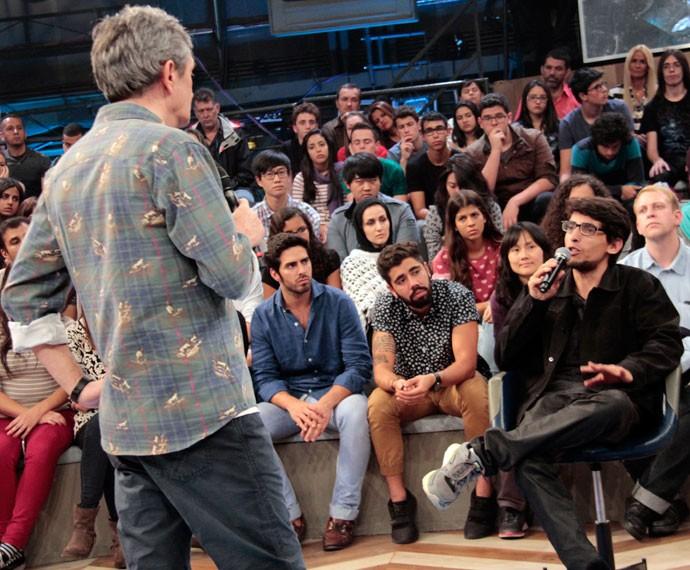 Serginho Groisman conversa com Adriano Passarella no Altas Horas (Foto: Marcos Mazini/Gshow)