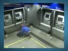 Vídeo mostra ladrão explodindo banco no DF e fugindo em meio a fumaça