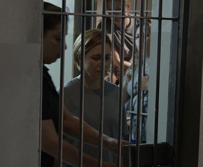Inês foi parar na cadeia injustamente, por culpa de Beatriz (Foto: Tv Globo)
