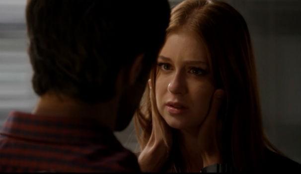 Eliza conta que recebeu proposta para morar fora e Jonas pede para que ela fique  (Foto: Reprodução/TV Gazeta)