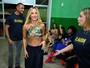 Claudia Leitte deixa barriga de fora em show do Harmonia do Samba