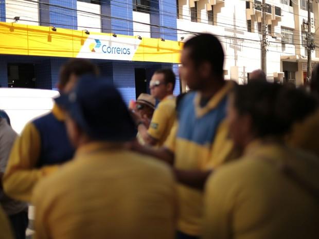Trabalhadores dos Correios reivindicam melhores condições de trabalho (Foto: Jonathan Lins/ G1 )